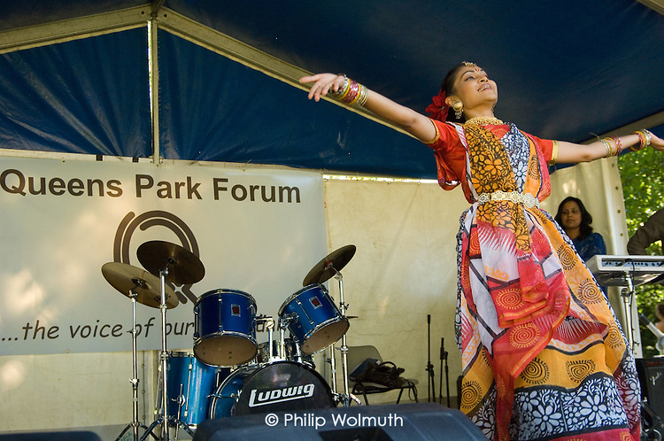 Bangladeshi dancer performs at Queens Park Gardens summer festival 2007