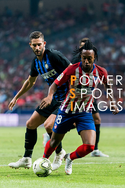 Gelson Martins (R) of Atletico de Madrid competes for the ball with Roberto Gagliardini of FC Internazionale during their International Champions Cup Europe 2018 match between Atletico de Madrid and FC Internazionale at Wanda Metropolitano on 11 August 2018, in Madrid, Spain. Photo by Diego Souto / Power Sport Images