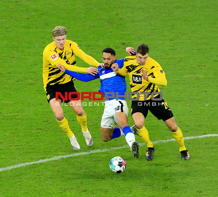 21.11.2020, OLympiastadion, Berlin, GER, DFL, 1.FBL, Hertha BSC VS. Borussia Dortmund, <br /> DFL  regulations prohibit any use of photographs as image sequences and/or quasi-video<br /> im Bild Carneiro da Cunha (Hertha BSC Berlin #10),<br /> Erling Haaland (Borussia Dortmund #9), Thomas Meiner (Borussia Dortmund #24)<br /> <br />       <br /> Foto © nordphoto / Engler