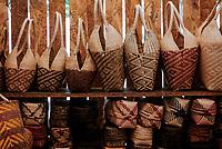 CALI - COLOMBIA. 18-08-2018: Artesanias del Pacífico hechas a mano durante el quinto día del XXIII Festival de Música del Pacífico Petronio Alvarez 2019 el festival cultural afro más importante de Latinoamérica y se lleva acabo entre el 14 y el 19 de agosto de 2019 en la ciudad de Cali. / Hand Crafts from the Colombian Pacific during fifth day of the XXII Pacific Music Festival Petronio Alvarez 2019 that is the most important afro descendant cultural festival of Latin America and takes place between August 14 and 19, 2019, in Cali city. Photo: VizzorImage/ Gabriel Aponte / Staff