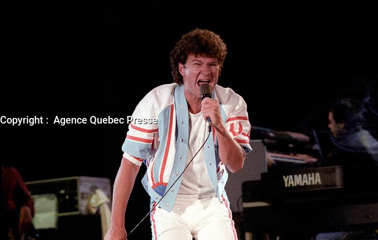 Spectacle de la St-Jean-Baptiste avec Robert Charlebois et Yvon Deschamps, le 23 juin 1986, a Quebec<br /> <br /> PHOTO :  Agence Quebec Presse