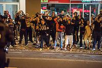 """Mehrere hundert Rechte, Nazis und Hooligans und rassistische Buerger protestierten am Donnerstag den 15. September 2016 im saechsischen Bautzen gegen Fluechtlinge. In den Tagen zuvor war es auf dem Kornmarkt, im Zentrum der Stadt, zu Auseinandersetzungen gekommen, in deren Zuge unbegleitete minderjaehrige Fluechtlinge von den Rechten durch die Stadt gejagt wurden. Mehrere Fluechtlinge  wurden dabei verletzt, einer musste im Krankenhaus aertzlich versorgt werden.<br /> Fuer den 15. September hatten Antirassisten eine Kundgebung auf dem Kornmarkt angemeldet. Die Rechten besetzen jedoch den Platz und den Antirassisten gelang es nur unter Polizeischutz eine kurze Kundgebung abzuhalten und wurden dann von der Polizei vom Platz geleitet.<br /> Die Rechten versuchten die Kundgebung anzugreifen, dabei kam es zu Flaschenwuerfen und einem Angriff auf einen Kameramann. Es wurden Parolen wie """"Deutschland den Deutschen, Auslaender raus!"""", """"Luegenpresse"""" und """"Bautzen bleibt deutsch"""" gegroehlt. Ein Rechter wurde lt. Polizei festgenommen.<br /> Im Bild: Die Rechten brullen Parolen und wollen ueber die Strasse kommen um die Antirassisten anzugreifen.<br /> 15.9.2016, Bautzen/Sachsen<br /> Copyright: Christian-Ditsch.de<br /> [Inhaltsveraendernde Manipulation des Fotos nur nach ausdruecklicher Genehmigung des Fotografen. Vereinbarungen ueber Abtretung von Persoenlichkeitsrechten/Model Release der abgebildeten Person/Personen liegen nicht vor. NO MODEL RELEASE! Nur fuer Redaktionelle Zwecke. Don't publish without copyright Christian-Ditsch.de, Veroeffentlichung nur mit Fotografennennung, sowie gegen Honorar, MwSt. und Beleg. Konto: I N G - D i B a, IBAN DE58500105175400192269, BIC INGDDEFFXXX, Kontakt: post@christian-ditsch.de<br /> Bei der Bearbeitung der Dateiinformationen darf die Urheberkennzeichnung in den EXIF- und  IPTC-Daten nicht entfernt werden, diese sind in digitalen Medien nach §95c UrhG rechtlich geschuetzt. Der Urhebervermerk wird gemaess §13 UrhG verlangt.]"""