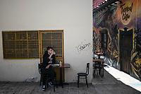"""BOGOTA - COLOMBIA, 05-09-2020: Un comensal disfruta de una bebida durante el primer día del piloto de apertura de restaurantes y cafés al aire libre, denominado """"Bogotá a Cielo Abierto"""", en el Chorro de Quevedo en el centro de Bogotá que ahora tiene sus calles pintadas con formas geométricas en pintura neón y cuenta con mesas, distribuidas estratégicamente para mantener el distanciamiento físico al finalizar la cuarentena total en el territorio colombiano causada por la pandemia  del Coronavirus, COVID-19. / A dinner enjoys a drink during the first day of the pilot for the opening of restaurants and outdoor cafes, called """"Bogotá a Cielo Abierto"""", in Chorro de Quevedo in the center of Bogotá, which now has its streets painted with geometric shapes in neon paint and has tables, strategically distributed to maintain physical distancing at the end of the total quarantine in the Colombian territory caused by the Coronavirus pandemic, COVID-19. Photo: VizzorImage / Johan Rugeles / Cont"""