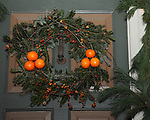 """Colonial Williamsburg Christmas wreath Virginia, Christmas wreath, Colonial Williamsburg Virginia is historic district 1699 to 1780 which made colonial Virgnia's Capital, for most of the 18th century Williamsburg was the center of government education and culture in Colony of Virginia, George Washington, Thomas Jefferson, Patrick Henry, James Monroe, James Madison, George Wythe, Peyton Randolph, and others molded democracy in the Commonwealth of Virginia and the United States, Motto of Colonial Williamsburg is """"The furture may learn from the past,"""""""