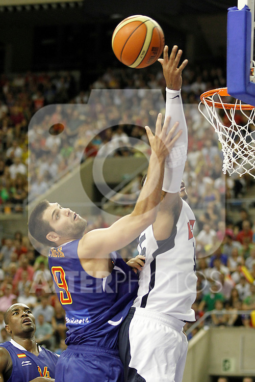 Spain's Felipe Reyes (l) and USA's Carmelo Anthony during friendly match.July 24,2012. (ALTERPHOTOS/Acero)