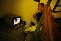 Lavoratori dello spettacolo durante la riprese di Casa Coop.Workers in the entertainment during the filming of House Coop.Francesco Falaschi.Regista.Director..CASA COOP è una sit-com, prodotta dalla Coop, sulla vita quotidiana di persone di varia umanità, ambientata in un condominio. Gli episodi saranno diffusi via internet.HOUSE COOP is a sit-com produced by the Coop, about daily life of people with different  humanity , that live in a condominium. Episodes will be disseminated by Internet. ...