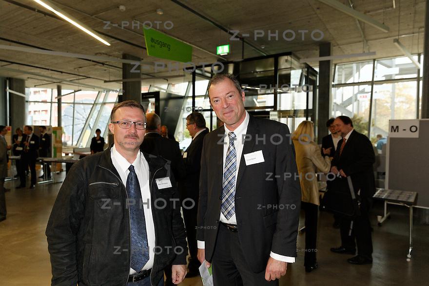 v.l.n.r. Walter Bornhauser, Oliver Barthe<br /> am 29. Oktober 2015 in der Umwelt Arena Spreitenbach- Smart Energy Party 2015<br /> <br /> Copyright © Zvonimir Pisonic