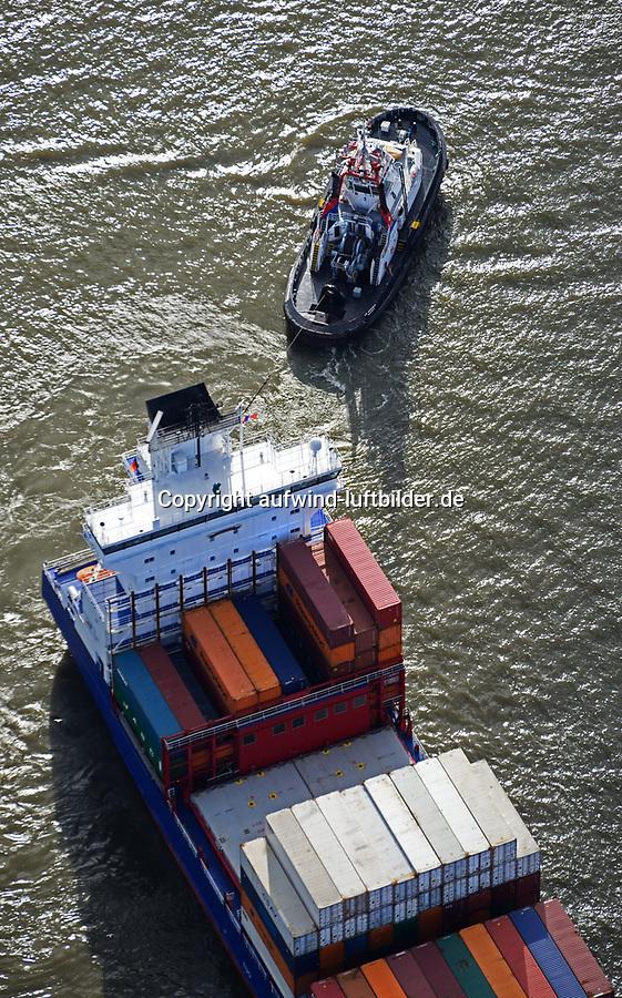 Schlepper VB Bremen der Unterweser Reedrei nimmt Containerschiff an den Haken: EUROPA, DEUTSCHLAND, HAMBURG, (EUROPE, GERMANY), 30.10.2017 Schlepper VB Bremen der Unterweser Reedrei nimmt Containerschiff an den Haken