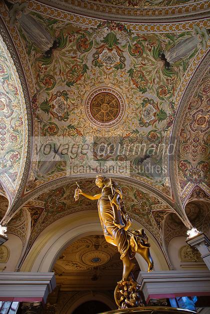 Europe/France/Rhône-Alpes/73/Savoie/Aix-les-Bains: Le Casino Grand Cercle - Le plafond de son salon est couvert d'une splendide mosaïque composée de 3,5 millions de petits cubes de verre sertis sur fond d'or
