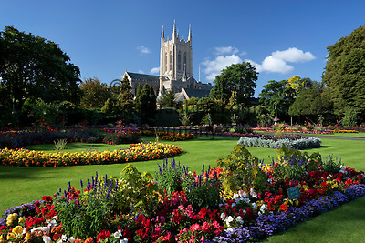 Great Britain, England, Suffolk, Bury St Edmunds: Abbey Park formal garden and St Edmundsbury Cathedral