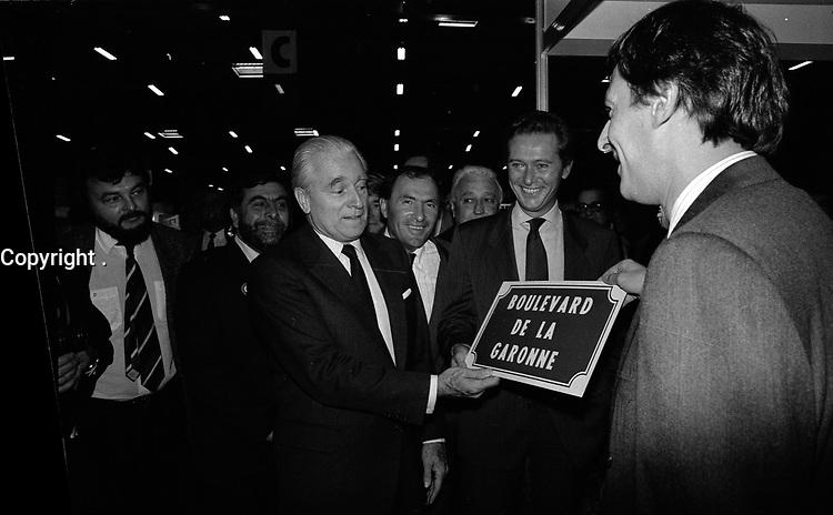 Le 10 Octobre 1987. Vue de Dominique Baudis, Jacques Chaban-Delmas et Jacques Blanc lors d'une visite.<br /> <br /> <br /> Jacques Chaban-Delmas, souvent surnommé « Chaban », né Jacques Delmasa le 7 mars 1915 à Paris 13e et mort le 10 novembre 2000 à Paris 7e, est un résistant, général de brigade et homme d'État français.<br /> <br /> Considéré comme l'un des « barons du gaullisme », il est notamment maire de Bordeaux de 1947 à 1995, ministre sous la IVe République et président de l'Assemblée nationale à trois reprises entre 1958 et 1988.<br /> <br /> Premier ministre de 1969 à 1972, sous la présidence de Georges Pompidou,