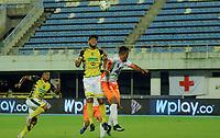 BARRANCABERMEJA - COLOMBIA, 16-04-2021: Jairo Molina de Alianza Petrolera y Jader Maza de Envigado F. C. disputan el balon durante partido Alianza Petrolera y Envigado F. C. de la fecha 19 por la Liga BetPlay DIMAYOR I 2021 en el estadio Daniel Villa Zapata en la ciudad de Barrancabermeja. / Jairo Molina of Alianza Petrolera and Jader Maza of Envigado F. C. figth for the ball during a match between Alianza Petrolera and Envigado F. C., of the 19th date for the BetPlay DIMAYOR I 2021 League at the Daniel Villa Zapata stadium in Barrancabermeja city. / Photo: VizzorImage / Jose D. Martinez / Cont.