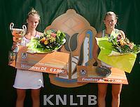 15-8-09, Den Bosch,Nationale Tennis Kampioenschappen, Finale vrouwen, Merlot Meddens(r)finaliste en Richel Hogenkamp winnares NTK 2009