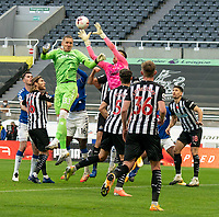 1st November 2020; St James Park, Newcastle, Tyne and Wear, England; English Premier League Football, Newcastle United versus Everton; Karl Darlow of Newcastle United wins the ball from a corner against goalkeeper Robin Olsen of Everton