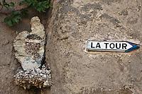 Europe/France/Corse/2B/Haute-Corse/Cap Corse/Erbalunga: dans une ruelle, représentation de la Corse - Tête de Maure et Carte de la Corse,