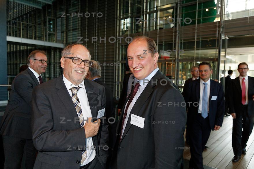 v.l.n.r. Georg Friedli; Friedli & Schnidrig Rechtsanwälte, Daniel Roth; Eidgenössisches Finanzdepartement EFD am Bankiertag vom 16. September 2014 im KKL<br /> Luzern<br /> <br /> Copyright © Zvonimir Pisonic