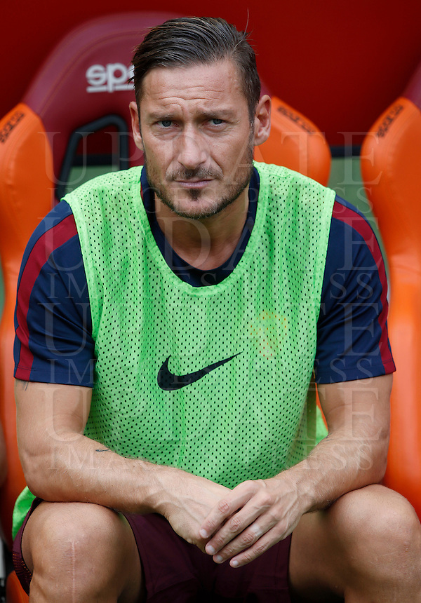 Calcio, Serie A: Roma vs Sampdoria. Roma, stadio Olimpico, 11 settembre 2016.<br /> Roma's Francesco Totti sits on the bench during the Italian Serie A football match between Roma and Sampdoria at Rome's Olympic stadium, 11 September 2016. Roma won 3-2.<br /> UPDATE IMAGES PRESS/Isabella Bonotto