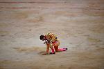 Spanish matador Juan Jose Padilla collect sand during the last corrida of the San Fermin Festival, on July 14, 2012, in the Northern Spanish city of Pamplona. (c) Pedro ARMESTRE