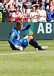 Nederland, Amsterdam, 30 augustus 2015<br /> Eredivisie<br /> Seizoen 2015-2016<br /> Ajax-ADO Den Haag<br /> Martin Hansen, keeper (doelman) van ADO Den Haag baalt, nadat Davy Klaassen, aanvoerder van Ajax, de 2-0 heeft gescoord.