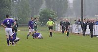Rekkem Sport - SV Izegem : scheidsrechter Salembier geeft de nummer 4 van Rekkem de rode kaart..foto VDB / BART VANDENBROUCKE