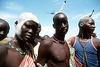 Rumbek / South Sudan.<br /> Tra i Dinka della regione del Bahr El Ghazal, pastori di religione cristiana che vivono in lotta con la tribu di agricoltori Nuer, musulmani. Nella foto giovani guerriglieri Dinka armati di Kalashnikov.<br /> Among the Dinka of Bahr El Ghazal region, cristian shepherds living in struggle with the Nuer muslim tribe of farmers.<br /> Photo Livio Senigalliesi