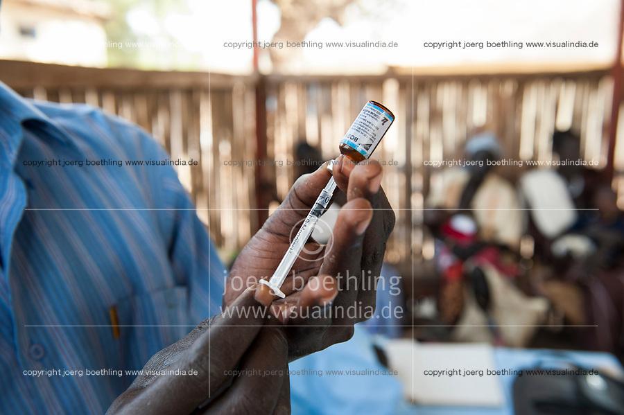 SOUTH SUDAN, Rumbek , Dinka tribe, health center , children vaccination and immunization / SUEDSUDAN Rumbek , Dinka Volksgruppe, Gesundheitsstation , Schutzimpfung und Immunisierung fuer Kinder