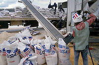 - unloading of flour humanitarian aid USA in the port of Beira....- scarico di farina aiuto umanitario USA nel porto di Beira