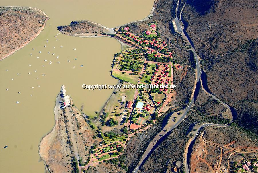 4415 / Aventura: AFRIKA, SUEDAFRIKA, 01.01.2007:Feriensiedlung Aventura, Tourismus, Unterkunft, am Orange River liegt der Ort Gariepdam, zwischen Johannesburg und Kapstadt bietet sich hier ein Uebernachtungsstop an.