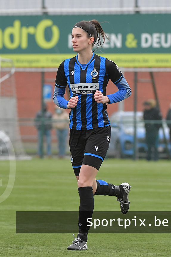 Febe Vanhaecke (3) of Club Brugge pictured during a female soccer game between SV Zulte - Waregem and Club Brugge YLA on the 13 th matchday of the 2020 - 2021 season of Belgian Scooore Womens Super League , saturday 6 th of February 2021  in Zulte , Belgium . PHOTO SPORTPIX.BE | SPP | DIRK VUYLSTEKE