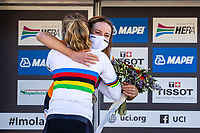 Picture by Alex Whitehead/SWpix.com - 26/09/2020 - Cycling - 2020 UCI Road World Championships - Imola, Emilia-Romagna, Italy - Annemiek Van Vleuten of the Netherlands (Silver) celebrates with Anna van der Breggen of the Netherlands (Gold). - SANTINI