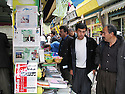 Iran 2004  Kiosque à journaux avec des publications kurdes à Sanandaj.<br />