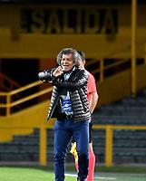 BOGOTA-COLOMBIA, 02-10-2020: Alberto Gamero, tecnico de Millonarios, gesticula durante partido entre Millonarios y Atletico Bucaramanga de la fecha 11 por la Liga BetPlay DIMAYOR I 2020 jugado en el estadio Nemesio Camacho El Campin de la ciudad de Bogota. / Alberto Gamero, coach of Millonarios gestures during a match between Millonarios and Atletico Bucaramanga of the 11th date for the BetPlay DIMAYOR Leguaje I 2020 played at the Nemesio Camacho El Campin Stadium in Bogota city. / Photo: VizzorImage / Luis Ramirez / Staff.