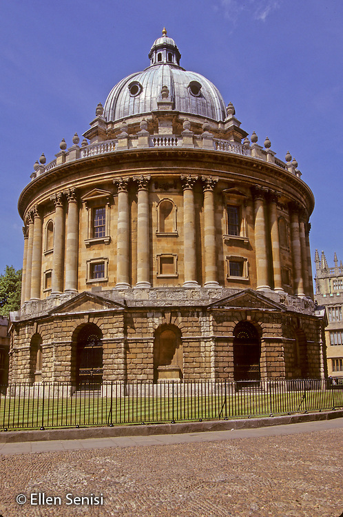 Oxford, Oxfordshire, England..Radcliffe Camera of the Bodleian Library of Oxford University. Completed in 1747, designed by architect James Gibbs using original proposed circular building design of Hawksmoor..©Ellen B. Senisi