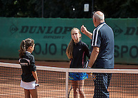 Hilversum, Netherlands, August 8, 2016, National Junior Championships, NJK, Umpire doe the toss<br /> Photo: Tennisimages/Henk Koster
