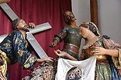 Statue restorer