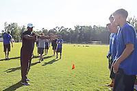 DB Coach Kenny Stills gibt Anweisungen
