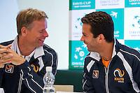 Austria, Kitzbuhel, Juli 14, 2015, Tennis, Davis Cup, Training Dutch team at the the press conference, ltr: Captain Jan Siemerink, Jean-Julien Rojer, having fun<br /> Photo: Tennisimages/Henk Koster