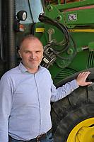 CROATIA, Osijek, dairy farm / KROATIEN, Osijek, Milchviehbetrieb, Familienbetrieb von , Goran Jukic von der staatlichen Landwirtschaftsagentur HAPIH