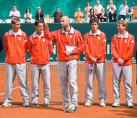 12-4-08, Macedonie, Skopje, Daviscup, Macedonie- Nederland, Doubles Peter Wessels waves to the public at the presentation, left to right: Thiemo de Bakker, Jesse Huta Galung,Peter Wessels, Robin Haase and captain Jan Siemerink