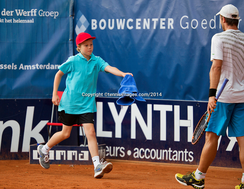 September 03, 2014,Netherlands, Alphen aan den Rijn, TEAN International, Ballboy bringing towel to a player<br /> Photo: Tennisimages/Henk Koster