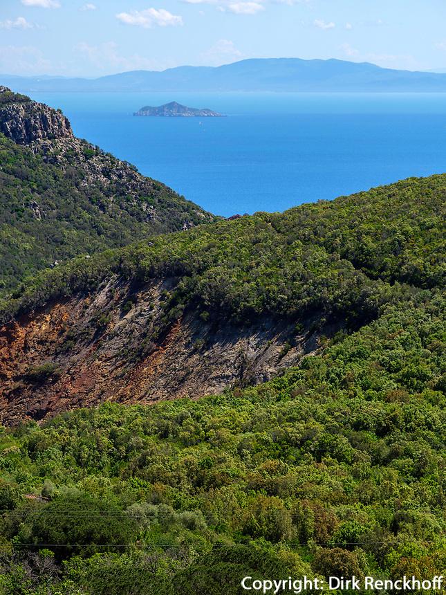 Berglandschaft mit aufgelassener Mine bei Rio nell'Elba, Elba, Region Toskana, Provinz Livorno, Italien, Europa<br /> mit