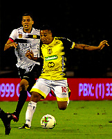 BARRANCABERMEJA-COLOMBIA, 19-10-2020: Macnelly Torres de Alianza Petrolera y Oscar Hernandez de Rionegro Aguilas Doradas, disputan el balon durante partido Alianza Petrolera y Rionegro Aguilas Doradas, de la fecha 15 por la Liga BetPlay DIMAYOR 2020 en el estadio Daniel Villa Zapata en la ciudad de Barrancabermeja. / Macnelly Torres of Alianza Petrolera and Oscar Hernandez of Rionegro Aguilas Doradas, figth for the ball during a match between Alianza Petrolera and Rionegro Aguilas Doradas, of the 15th date for the BetPlay DIMAYOR League 2020 at the Daniel Villa Zapata stadium in Barrancabermeja city. Photo: VizzorImage  / Jose D. Martinez / Cont.