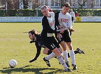 SV Kortrijk - Blauwvoet Otegem ..Gauthier Vandenbulcke (links) en Steven Vandebuerie (rechts) lopen tegen elkaar aan. Joeri Dewaele (achter)laat zich in de actie vallen...foto VDB / BART VANDENBROUCKE