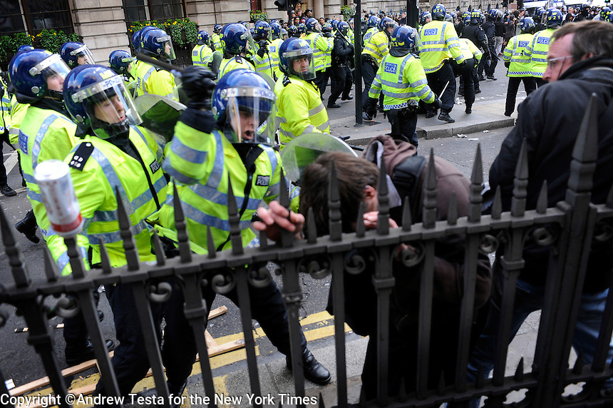 UK. London. 1st April 2009.. a policeman beats a demonstrator at the bank of england.©Andrew Testa for the New York times