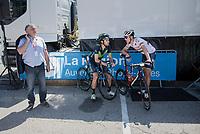 Jesús Herrada (ESP/Movistar) & Ramunas Navardauskas (LIT/Bahrain-Merida) chatting in the shade pre-race<br /> <br /> 69th Critérium du Dauphiné 2017<br /> Stage 8: Albertville > Plateau de Solaison (115km)