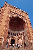 Siegestor (Buland Darwaza)  der Moschee (Jama Masjid),   in Fatehpur Sikri, Uttar Pradesh, Indien, Unesco-Weltkulturerbe