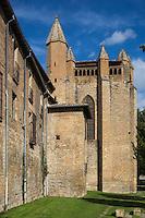 Espagne, Navarre, Pampelune:  Chemin de ronde de l'évêque Barbazan, de ce chemin de ronde   on voit l'arrière de la cathédrale Sta María   //  Spain, Navarre, Pamplona:  the promenade of Bishop Barbazán, and cathedral