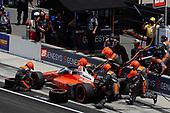 #29: James Hinchcliffe, Andretti Autosport Honda pit stop