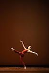 TROISIEME SYMPHONIE DE GUSTAV MAHLER..Choregraphie : NEUMEIER John..Decor : NEUMEIER John..Lumiere : NEUMEIER John..Avec :..OSTA Clairemarie..Lieu : Opera Bastille..Ville : Paris..Le : 11 03 2009..© Laurent PAILLIER / photosdedanse.com