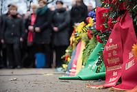 Am 27. Januar 2016 wurde der Tag des Gedenkens an die Opfer des Nationalsozialismus begangen. Anlass ist der 71. Jahrestag der Befreiung des Konzentrationslagers Auschwitz. Der Lesben- und Schwulenverband Berlin-Brandenburg (LSVD) und die Stiftung Denkmal fuer die ermordeten Juden Europas fuehrten aus diesem Grund eine Gedenkfeier am Denkmal fuer die im Nationalsozialismus verfolgten Homosexuellen in Berlin-Tiergarten durch. An der der Gedenkveranstaltung nahmen neben dem LSVD und der Stiftung Denkmal fuer die ermordeten Juden Europas auch Politiker aller im Bundestag vertretenen Parteien teil.<br /> 27.1.2016, Berlin<br /> Copyright: Christian-Ditsch.de<br /> [Inhaltsveraendernde Manipulation des Fotos nur nach ausdruecklicher Genehmigung des Fotografen. Vereinbarungen ueber Abtretung von Persoenlichkeitsrechten/Model Release der abgebildeten Person/Personen liegen nicht vor. NO MODEL RELEASE! Nur fuer Redaktionelle Zwecke. Don't publish without copyright Christian-Ditsch.de, Veroeffentlichung nur mit Fotografennennung, sowie gegen Honorar, MwSt. und Beleg. Konto: I N G - D i B a, IBAN DE58500105175400192269, BIC INGDDEFFXXX, Kontakt: post@christian-ditsch.de<br /> Bei der Bearbeitung der Dateiinformationen darf die Urheberkennzeichnung in den EXIF- und  IPTC-Daten nicht entfernt werden, diese sind in digitalen Medien nach §95c UrhG rechtlich geschuetzt. Der Urhebervermerk wird gemaess §13 UrhG verlangt.]